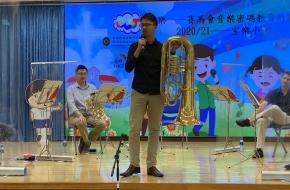 樂師為同學介紹樂器
